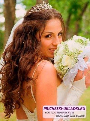 Распущенные свадебные прически