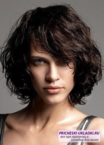 Лучшие стрижки для волнистых волос