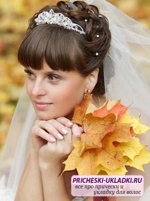 Выбираем прически на свадьбу с челкой