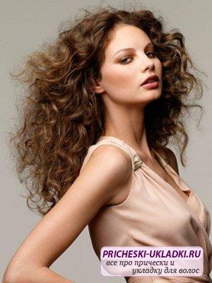 Кудрявые волосы: как укладывать правильно